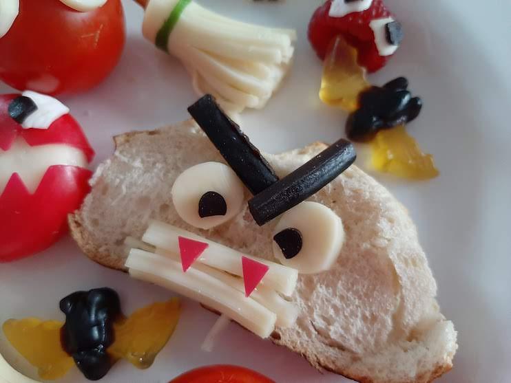 Super Easy Halloween Snacks - Bread Monster