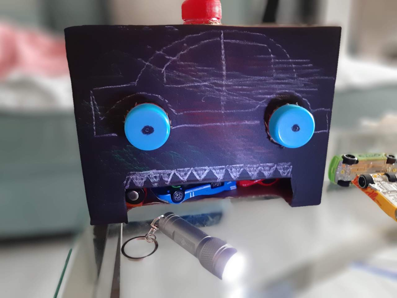 Fine Motor skills robot turns into a lamp
